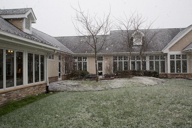 46exterior_snow